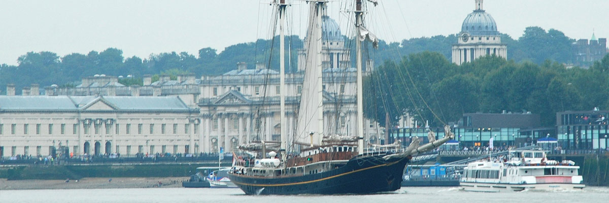 Sailing-ship-passes-Greenwich-Pier